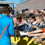 Handtekeningenjagen bij Belofteninterland Oranje op Ter Specke