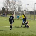 Duel op scherpst van de snede tussen FC Lisse B2 en Pollok United uit Schotland